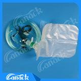 Maschera di ossigeno con il sacchetto del bacino idrico per l'animale