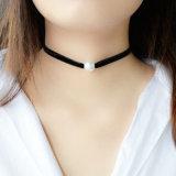 優雅で簡単なビロードの繊維の模造真珠のチョークバルブのネックレス