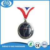 Personalizzato intorno a smalto molle mette in mostra la medaglia con la sagola