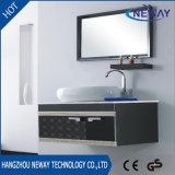 Классицистической стальные установленные стеной подготавливают сделанный шкаф ванной комнаты
