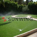 Grama sintética do relvado que ajardina a grama artificial verde decorativa para jardins