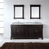 Cabina de cuarto de baño derecha del suelo moderno con el fregadero doble