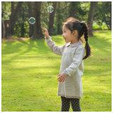 女の子のために着ている長い袖の子供