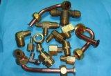 Instalación de tuberías de cobre amarillo y guarnición del cobre