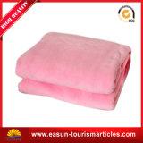 La mejor manta de la manta del paño grueso y suave de la franela de la materia textil con la manta del paño grueso y suave de la Doble-Cara de la insignia del bordado
