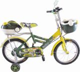 с стороной катит велосипед D47 малышей