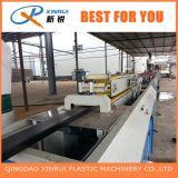 선 WPC 압출기 기계장치를 둘러싸는 PVC