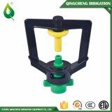 Microsprinkler nero con il sistema di irrigazione a pioggia del palo