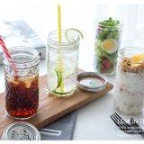 I vasi di vetro unici liberi del miele, conservano le bottiglie di vetro per alimento