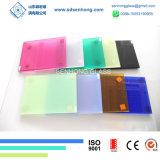 명확한 청록색 회색 청동색 박판으로 만들어진 유리창