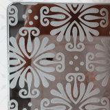 Edelstahl-Entwerfer und dekorative Blätter