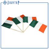 Рука подарка использования деятельности изготовленный на заказ дешевая малая трястия флаги с логосом