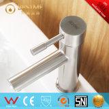 浴室のデッキは取付けた304ステンレス鋼の洗面器のミキサー(BMS-B1001)を