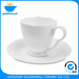 De witte Ceramische Kop van de Koffie met Restaurant