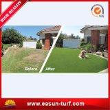 庭のための柔らかい4つのカラー人工的な草の庭の塀