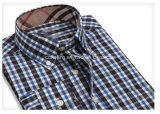 Camicia di plaid dei due uomini di colore