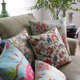 Descansos decorativos quadrados da cópia 45X45cm Plycotton no sofá