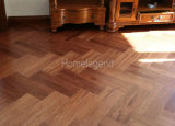 ヘリンボンは黄色いカラーに床を張るヒッコリーによって設計される木製のフロアーリングか堅材を増加する