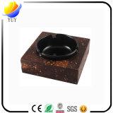 Arte característico formal del cenicero de Chinse que fuma