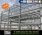 Almacén fuerte de la estructura de acero con la pared de ladrillo