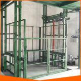 Plate-forme matérielle de levage de guide d'entrepôt vertical hydraulique de longeron à vendre
