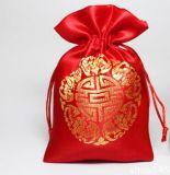 Sac de bijou fait de satin ou velours avec le cordon