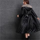 El negro de la chaqueta de las mujeres de la capa de zalea de la ropa del cuero genuino abajo alarga la capa de alto grado del invierno del casquillo del visión