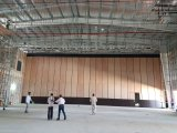 多目的ホールまたは多機能のホールのための移動可能な隔壁