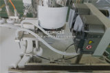 Petróleos esenciales de la lavanda que llenan la máquina que capsula