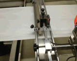Formation de sac de tirette et machine d'Attching
