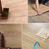 Scatto di legno antisdrucciolevole del grano che collega lo strato del vinile della plancia del pavimento del PVC senza la colla