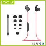 O estéreo sem fio elegante ostenta o auscultadores de Bluetooth com interruptor magnético