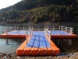 Cubos el pontón de flotación que flotan el embarcadero