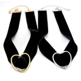 De zwarte Halsband van de Nauwsluitende halsketting van de Bundel van het Fluweel van het Suède voor Vrouwen