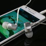 Наушник металла шлемофона мобильного телефона в-Уха нового наушника прибытия басовый с плоским кабелем