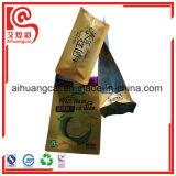 Levantarse las virutas plásticas de los frutos secos del papel de aluminio que empaquetan el bolso