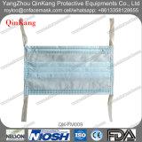 Medizinische schützende Wegwerfgesichtsmaske mit Gleichheit an