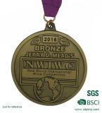 Freies Beispielheiße Verkaufs-Goldmetallandenken-Medaille mit Farbband