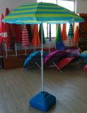 PVC 부대를 가진 일요일 그늘 여름 비치 파라솔 뒤집혀진 우산