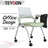 会議室の会議学生の執筆ボードが付いている折るトレーニングの椅子