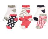 Bequeme Gleitschutzbaumwollbaby-Socke