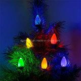 Brilho da luz de Natal na ampola do diodo emissor de luz do Natal novo da casa