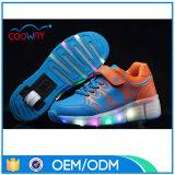ほとんどの普及したLEDの子供のローラースケートのスニーカー、USBの充満車輪の靴