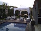 テントを折る屋外の望楼が安い使いやすいによって現れる