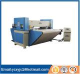Máquina que corta con tintas que introduce automática de la banda transportadora del PLC