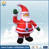 販売のためにサンタクロースの膨脹可能な人間を広告するメリークリスマスの祝祭