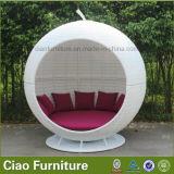 テラスの藤のソファーセットのための庭の柳細工の屋外の家具