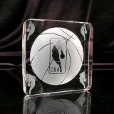 バスケットボールのためのクリスタルグラスの立方体のトロフィ