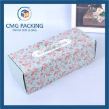 ふたが付いている折られた花のケーキの紙箱