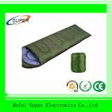 Warme Schlafsäcke in kampierendem Zelt